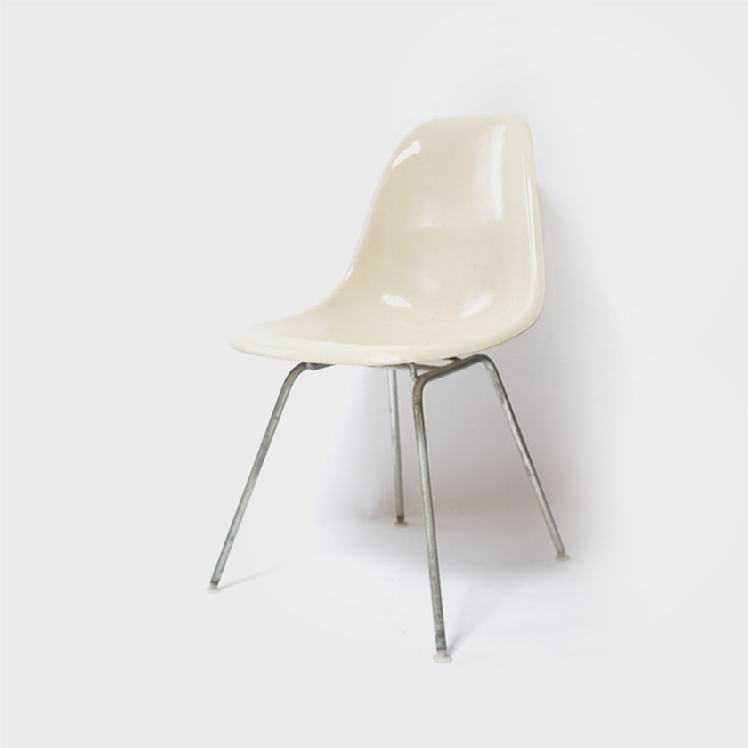 Herman Miller by Charles & Ray Eames Fiberglass DSH Shell Chair