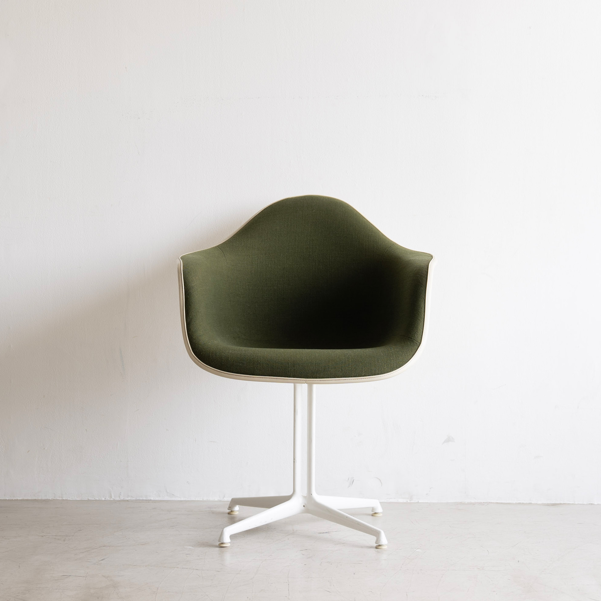 Charles & Ray Eames Herman Miller Textile Fiberglass Arm Shell Chair
