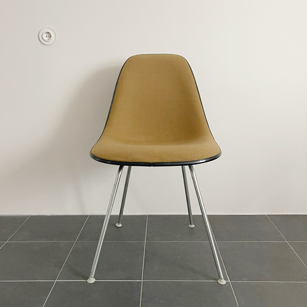 Herman Miller Charles & Ray Eames Upholstered Textile Fiberglass DSX Shell Chair